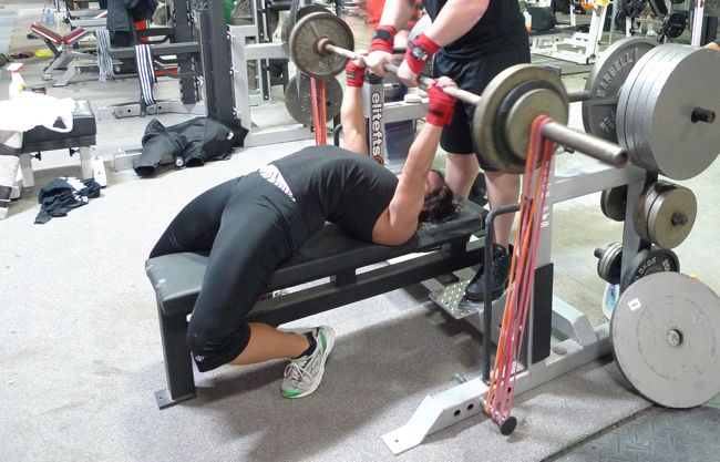 Bench press with bands