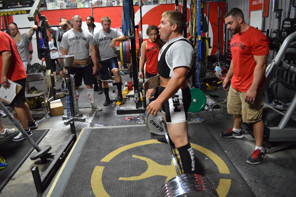 Why Powerlifters Should Not Train Alone
