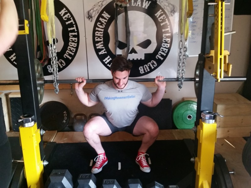 squat on toes