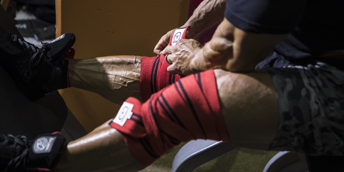 How to Use Knee Wraps to Squat 800 Pounds
