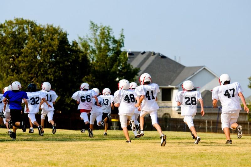 21743021 - teen football team running during practice