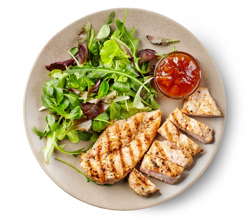 Green salad and grilled chicken fillet