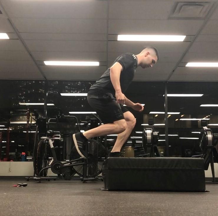 Single leg box jump landing