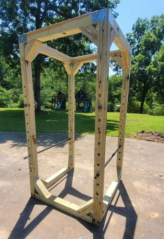 squat-rack-wooden